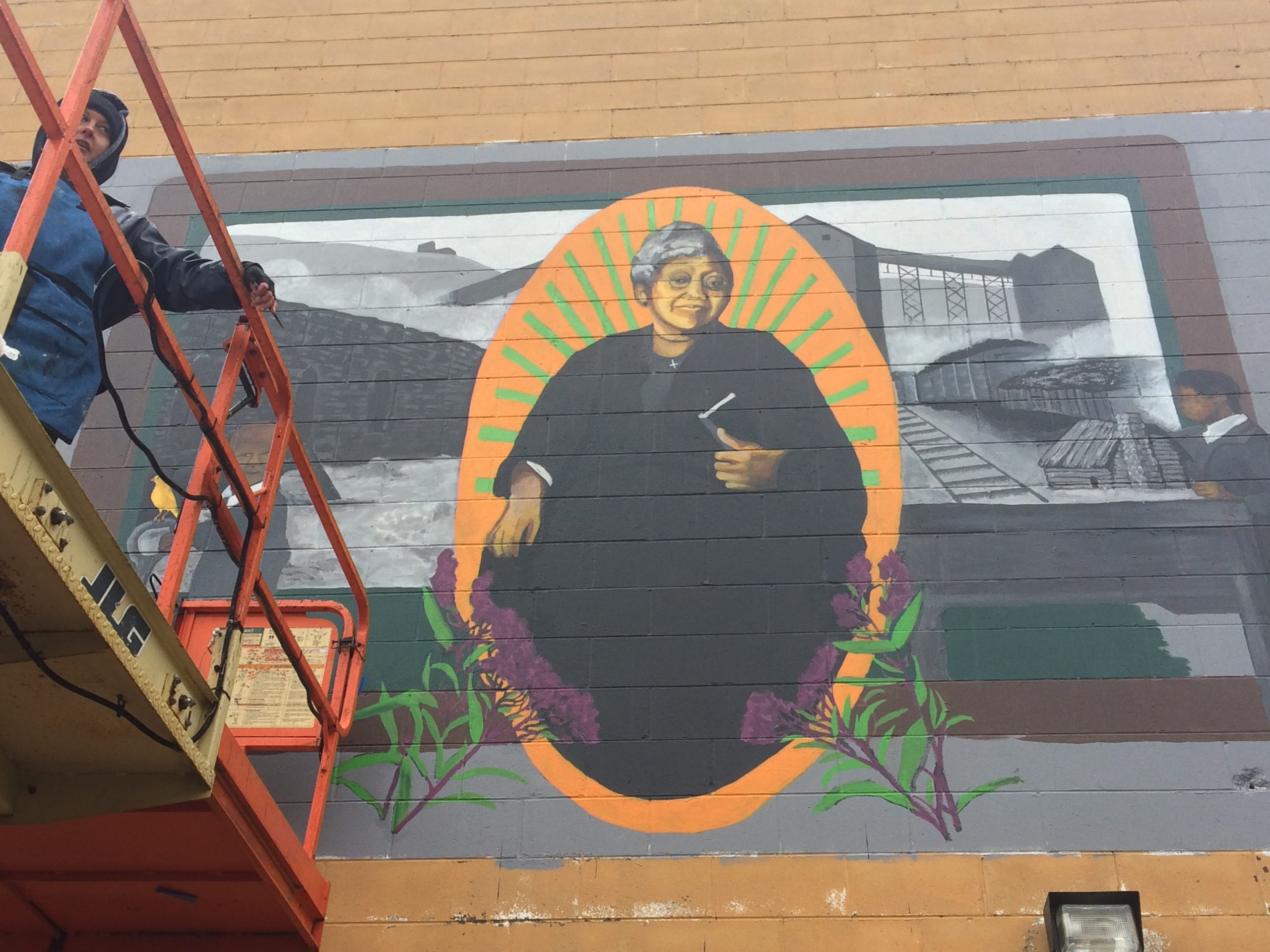Ali Printz finishing up the mural